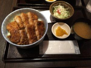 串カツはなウエストイレブンのソースカツ丼